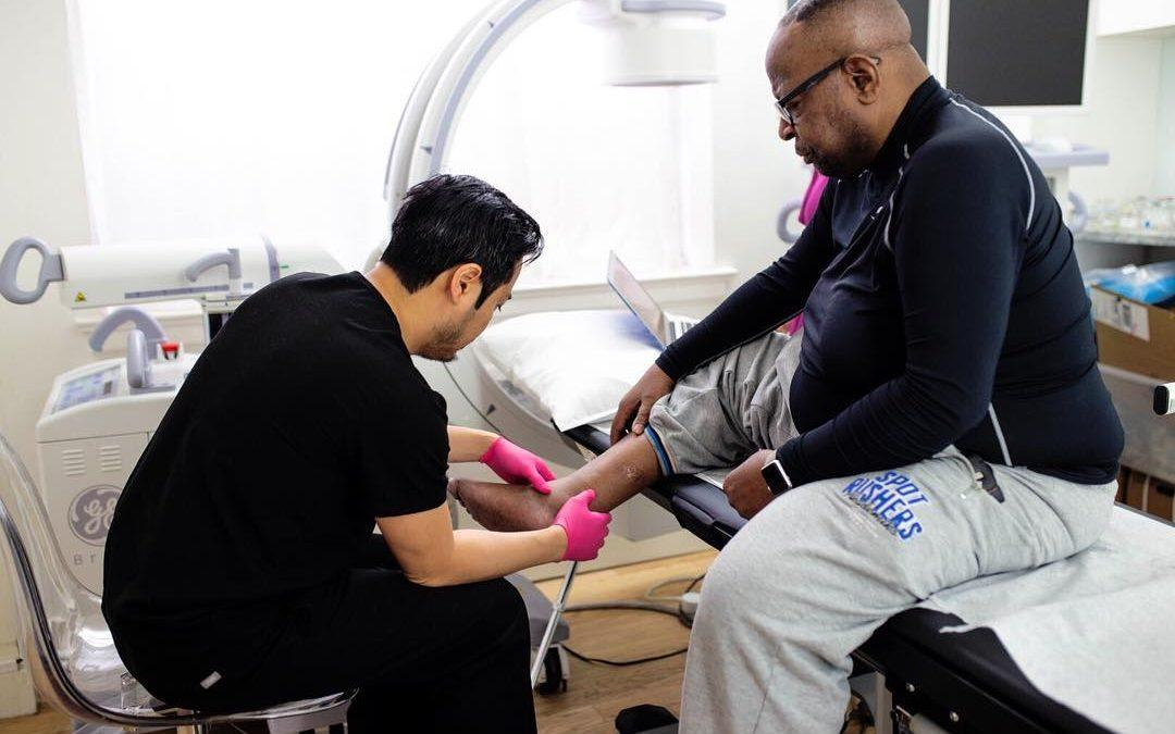 Are you looking for vein clinics in Illinois? In this article, we discuss the qualities of the best vein dr in Illinois who specialize in minimally invasive treatment options.
